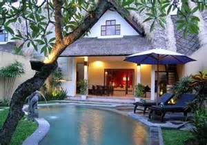 Bali... Backhouse