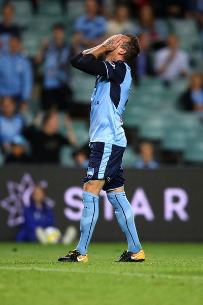 Luke Wilkshire Photos - Luke Wilkshire of Sydney FC reacts after a missed shot on goal during the round four A-League match between Sydney FC and the Perth Glory at Allianz Stadium on October 27, 2017 in Sydney, Australia. - A-League Rd 4 - Sydney v Perth