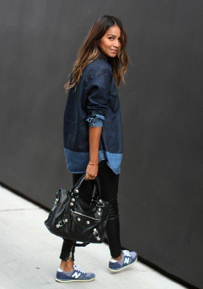 les plus beaux modèles de sneakers femme de couleur bleu clair, chemise en denim sac a main en cuir noir