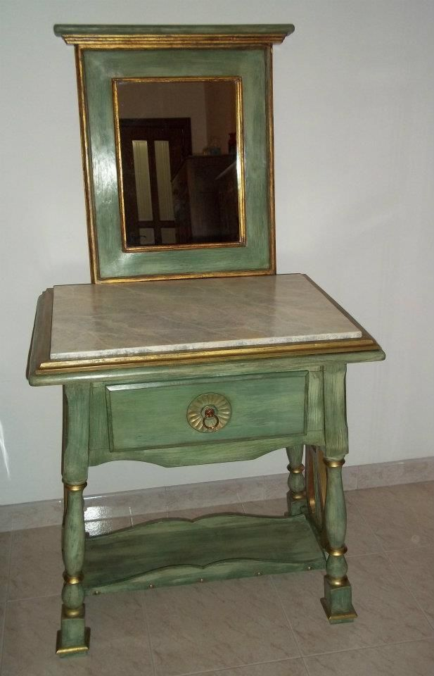 Tavolino in faggio con cornice realizzata da me....a fine decorazione