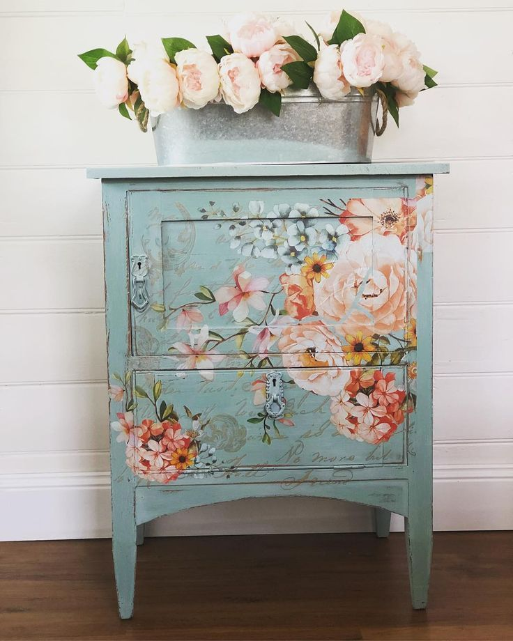 Lilshabbyverychic On Instagram I Finished This Cute Vintage Cupboard Today Painted In Annie Ideas De Muebles Pintados Acabado De Muebles Muebles Chic Viejos