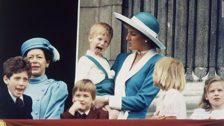 Los príncipes Guillermo y Enrique hablaron de su pesar por lo breve que fue la última llamada telefónica que tuvieron con su madre, la princesa Diana, solo unas cuantas horas antes de la muerte de …