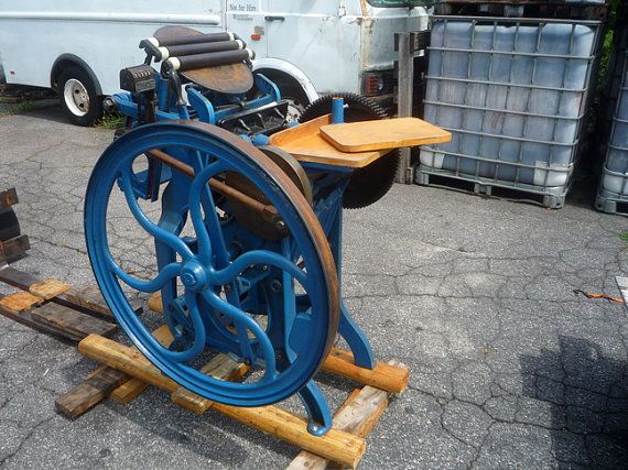 I have this super clean Old Style C&P Chandler and Price 8x12 treadle letterpress letterpresses printing press.    Treadle and new rollers .... READY