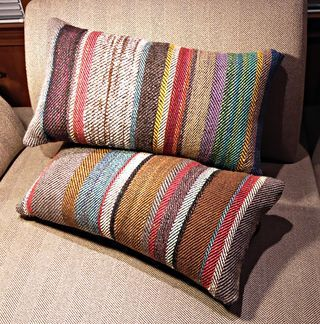 Pilloz, Alice Schlein 2/2 twill reversing direction with each color change