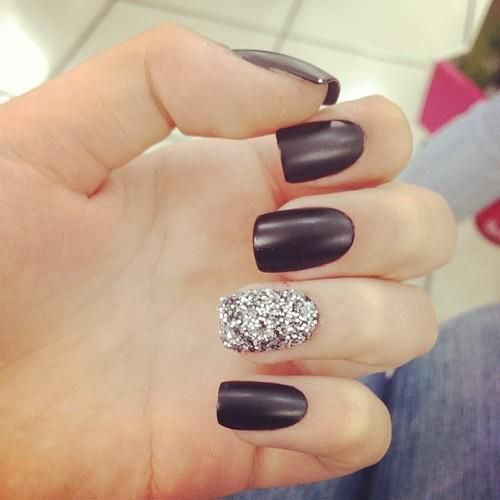 I love this flat black! Want this look for New Years :))