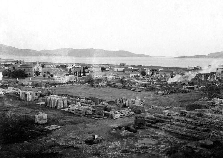 Άποψη Ελευσίνας από τον αρχαιολογικό χώρο, στα αριστερά ο ναός του Αγίου Γεωργίου. L. Heldring, 1898.