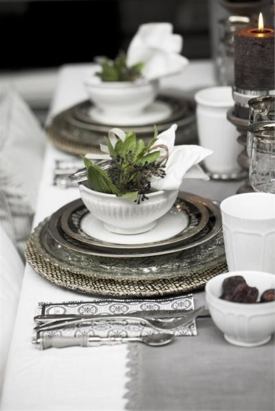 Beautiful table setting in silvery grey white & green. #grey #wedding #ideas