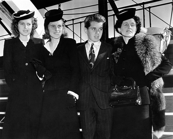 Ambassador Joseph Kennedy's wife and three children arrive in New York. L-R Eunice, Kathleen, Robert, and Rose Kennedy. Sept. 18, 1939. (CSU_ALPHA_1044) CSU Archives/Everett Collection