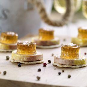 ¿Estabas buscando un buen entrante y no te decidías? TELVA te da la solución: Unas tostas de foie con gelatina de moscatel.