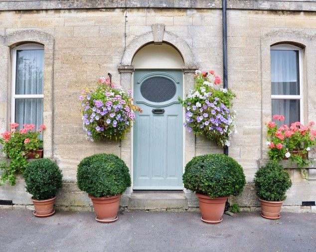 When you visit someone, whether it's for the first time or not, you get to create an impression about their home as soon as you reach the front door and you knock on the door.