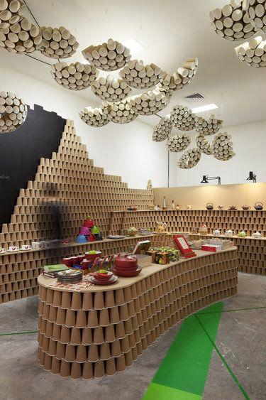 Gallery | Australian Interior Design Awards Amalia. El interior de la tienda tiene unos materiales curiosos tanto en los muebles donde coloca la ropa como el techo