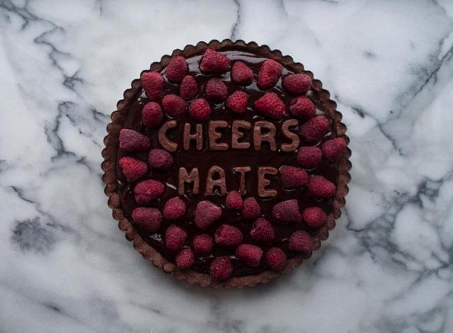 Esta diseñadora cocina pasteles con frases para superar las rupturas
