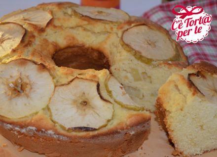Oggi per la merenda proponiamo una dolce #ricetta tradizionale: ciambella di mele e ricotta.   Tradizione e genuinità unite per una #merenda golosa e perfetta per grandi e piccini.  Scopri la ricetta...