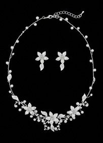 Crystal and pearl floral necklace and earring set. My must have Jewlery set!