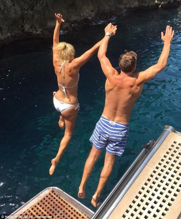 Bikini-clad Holly Willoughby celebrates anniversary | Daily Mail Online