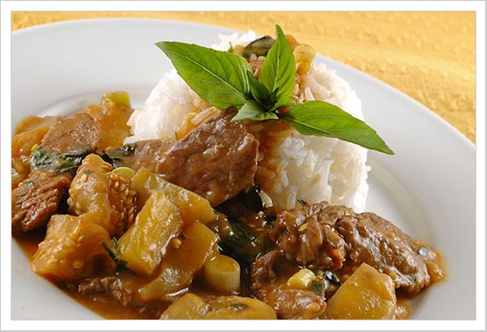 Red Curry Beef With Eggplant: Red curry with coconut milk, beef ...