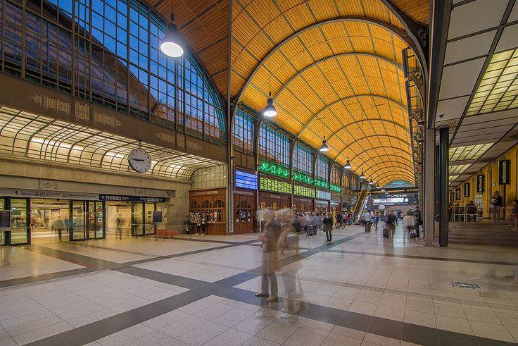Wrocławski Dworzec Główny wieczorem- zjawy duchy... #igerswroclaw #wroclove #wroclaw #dworzec #kolej #pkp #architektura #polska #fotografia