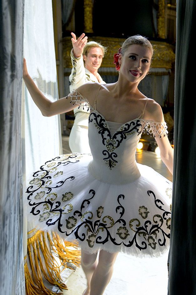 An American in Russia (She is beautiful)Keenan Kampa made her debut in 'Don Quixote' ballet in the Mariinsky Theatre in St. Petersburg.