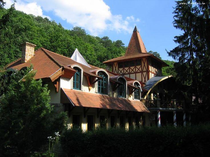 Királyrét (Szokolya közelében 2.9 km) http://www.turabazis.hu/latnivalok_ismerteto_361 #latnivalo #szokolya #turabazis #hungary #magyarorszag #travel #tura #turista #kirandulas