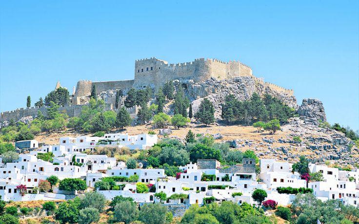 Akropolis på Rhodos er et besøg værd! Se mere på www.apollorejser.dk/rejser/europa/graekenland/rhodos.