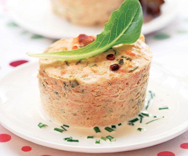Découvrez notre délicieuse recette de terrine aux deux saumons avec l'astuce de Cyril Lignac.