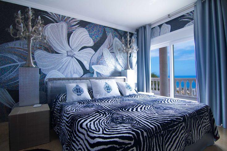 Una camera da letto eccentrica, lussuosa e con vista mare: un sogno alle #IsoleCanarie. #sogno #Spagna #mare #lusso  http://it.luxuryestate.com/p16146701-villa-in-vendita-playa-de-las-americas