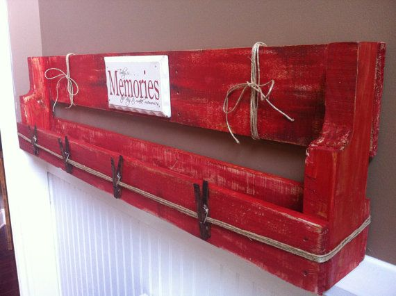 painted pallet shelf - Google Search Like our Facebook page! https://www.facebook.com/pages/Rustic-Farmhouse-Decor/636679889706127