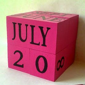 Perpetual wooden PINK BLACK calendar cottage door AFieldOfSunflowers - pin maudjesstyling