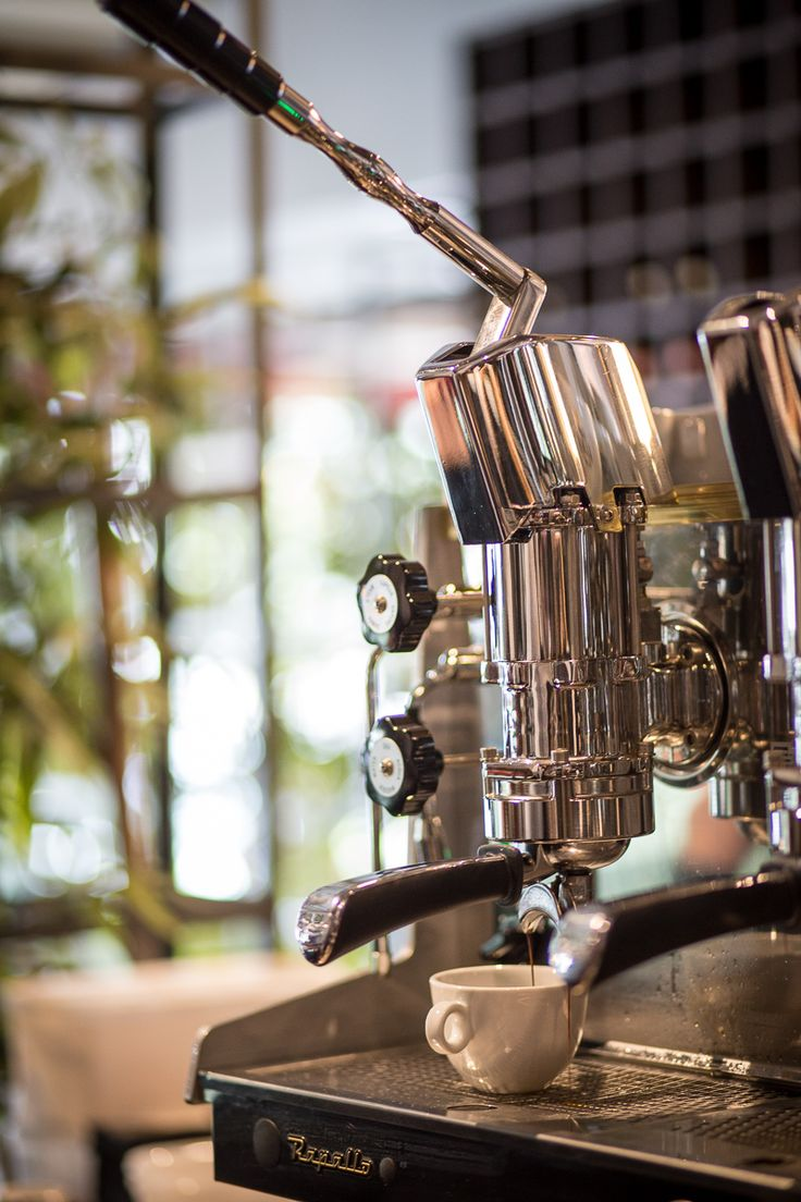pulling a dose fo a cappuccino from Astoria lever espresso machine