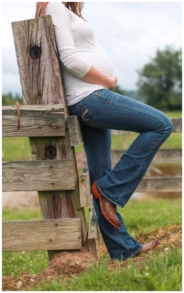 Found at www.gvhphotographie.com. Both a good pose for a little child against a fence and for a cowgirl expecting mother!