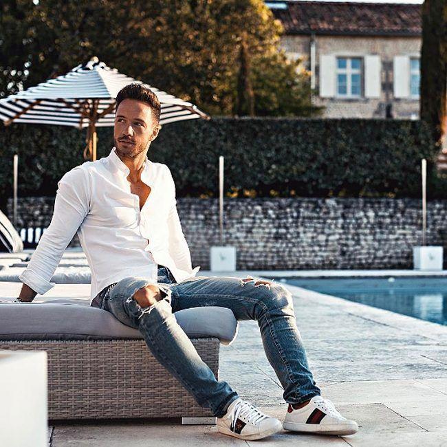 Льняная белая рубашка и немного рваные джинсы – идеальная униформа на лето. Подобрать себе такую же вы сможете в JiST, ул. Саксаганского 65 #summer #fashion #outfitidea: #stylish @magic_fox in #trendy #blue #jeans & #white #shirt looks #chic #мода #стиль #тренды #джинсы #рубашка #модно #стильно #киев #новаяколлекци