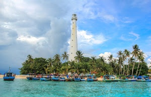 Lighthouse by Harsono Chin - Lengkuas Island, Indonesia  Click on the image to enlarge.