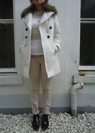 À vendre sur #vintedfrance ! http://www.vinted.fr/mode-femmes/pantalons-skinny/54207451-pantalon-slim-beige-123-tres-bon-etat-taille-36