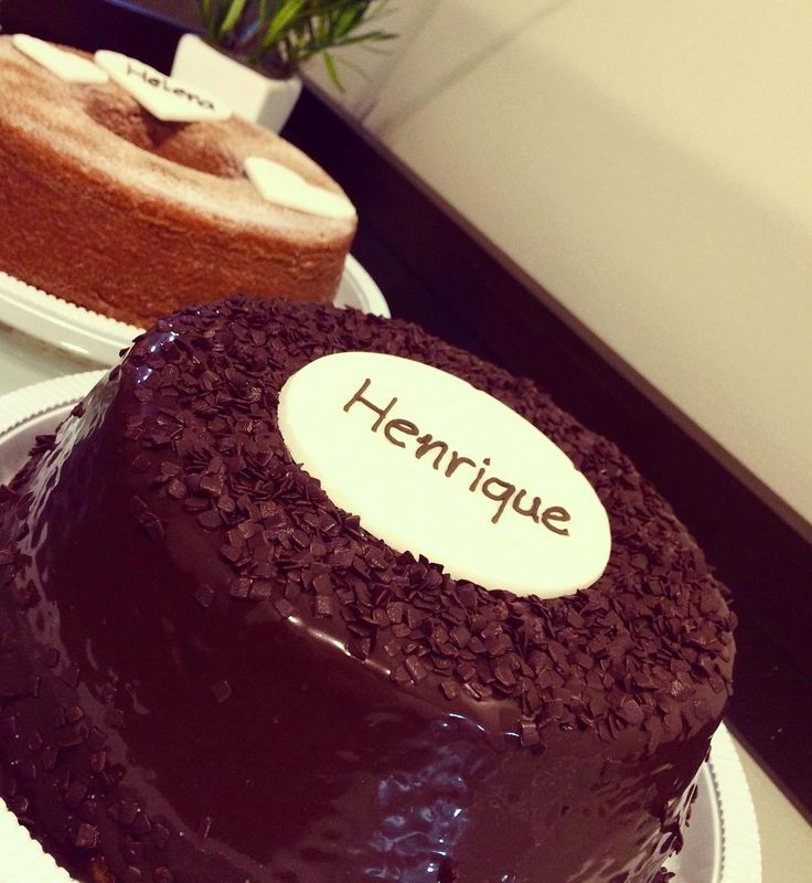 E qdo o nome decorado no bolo é o nome de seu avô lá no céu?! Preparar esse bolo de laranja coberto por cremoso brigadeiro acendeu meu coração! #bolosartesanais #bolodelaranja #bolofofo #brigadeirogourmet #cacau #celebrationcake #festaemcasa #maternidade #festademenino #docilidadegeradocilidade @iasmingalvao