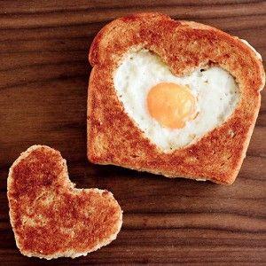 Яичница по-французски в хлебе