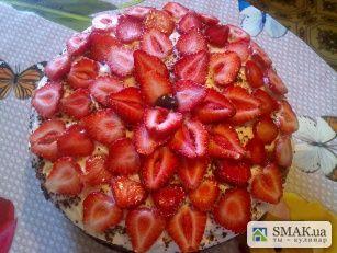 Пражский торт с клубникой