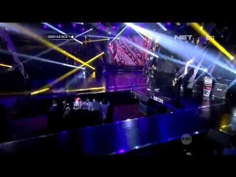 Gigi - Medley Jomblo & Ya Ya Ya - Gebyar BCA - YouTube