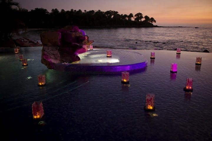 Highly Stunning Night Pool Party With Floating Candle Lantern Decor Ideas : Magical Look You Can Obtain From These Wonderfully Exotic Floating Candles For Pool In Lanterns Concept That Will Provide Flickering Glint To Your Outdoor Celebrations