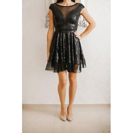 Czarna rozkloszowana sukienka sylwestrowa z cekinami
