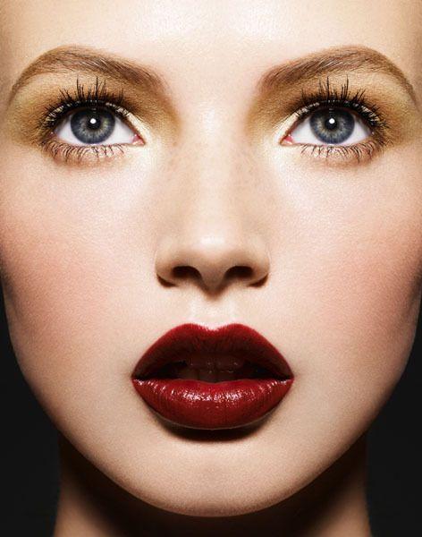 deep red lips..