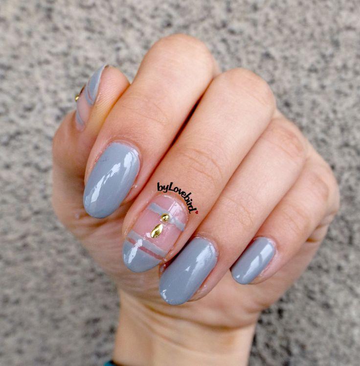 Easy fall nail art design byLovebird.  #nails #nailart #notd #nailinspiration #fall #autumn #grey #fashion #style #fallnails #autumnnails #autumn2017 #fallfashion #fallnaildesign #fallcolors #easynailart #naildesign #nailswag #nailinspiration