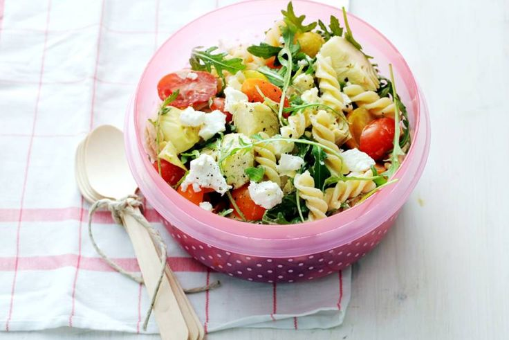 Dit vegetarische gerecht uit de mediterrane keuken staat zo op tafel óf het picknickkleed - Recept - Allerhande