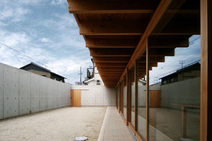 Uno Tomoaki - Nagashima courtyard house, Ichinomiya 2007.