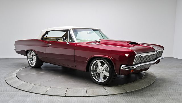 Pro-Touring '66 Chevy Impala Custom. Powered by 801 HP 632 Cubic Inch V8 w/ 5 Speed!