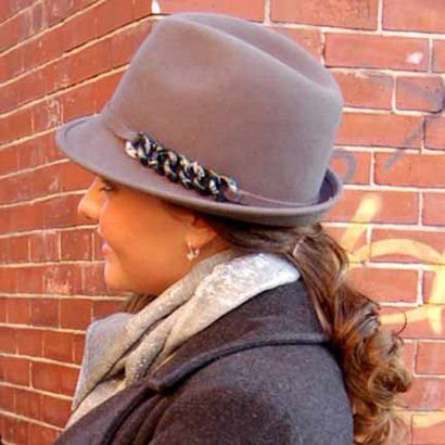 Grey short brimmed winter felt fedora hat for women with chain