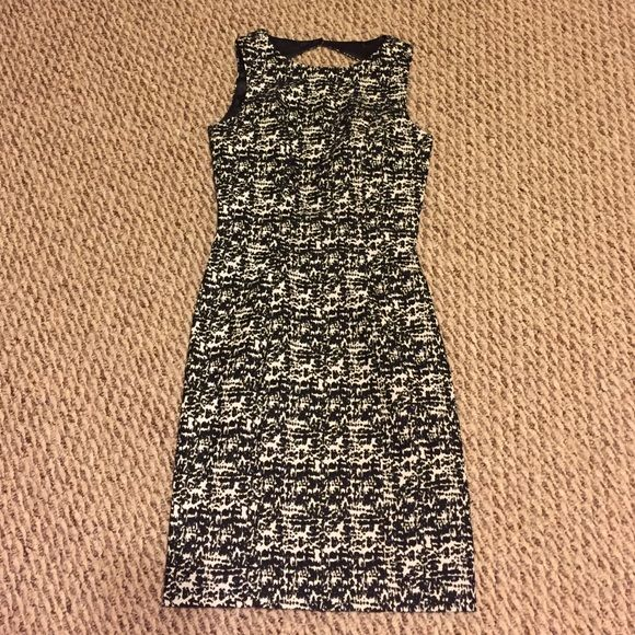 H&M NWT dress size 2 H&M business professional dress size 2, also super cute for date night since the back is a little bit open!! Never worn! H&M Dresses Midi