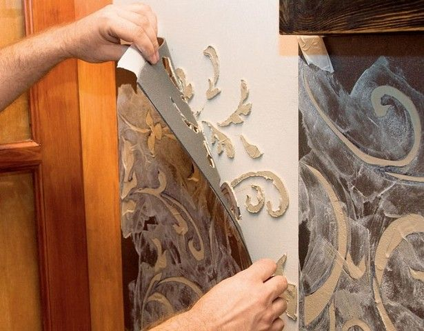 Объемный рельеф на стенах по трафарету, фрескорельеф  Для объемной отделки стены нам понадобятся: Лист плотного картона 50 x100 cм; малярная лента; наждачная бумага; гипсовая шпаклевка; грунтовка; акриловая краска; ножик; шпатель; штукатурный стек; кисточка; пульверизатор; скребок; масляный фломастер.  Лист плотного картона кладем на твердую поверхность, рисуем на нем подготовленный узор и вырезаем трафарет.  Прикрепляем трафарет на стене малярной лентой, в отверстия равномерно наносим…