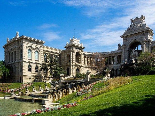 Марсель. На протяжении долгого времени горожане жили в большой нехватке воды. Только в 19 столетии было создано водоснабжение. В честь этого действия возвели фонтан и дворец Лоншам.