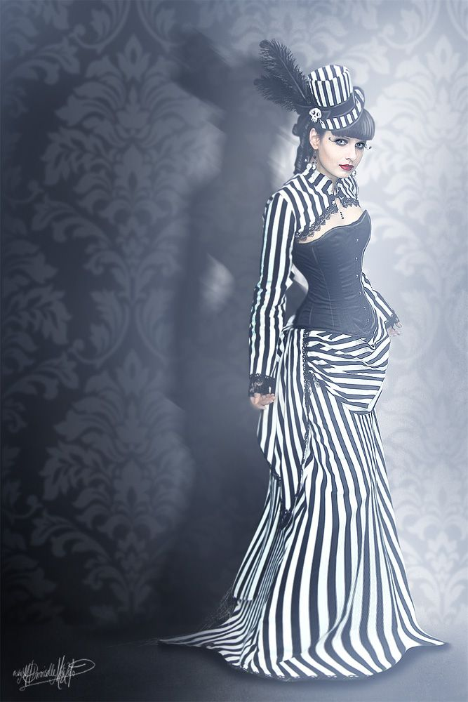 GREAT stmpunk gown and fascinator.. also boho and other... love it
