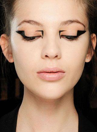 graphic eyeliner at mary katrantzou fall 2012
